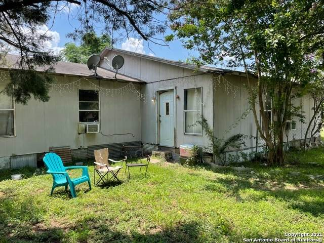 1225 Plum St, Floresville, TX 78114 (MLS #1551252) :: Alexis Weigand Real Estate Group