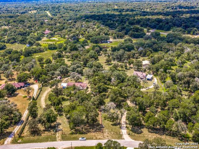 126 Willow Creek Dr, Floresville, TX 78114 (MLS #1553111) :: Real Estate by Design