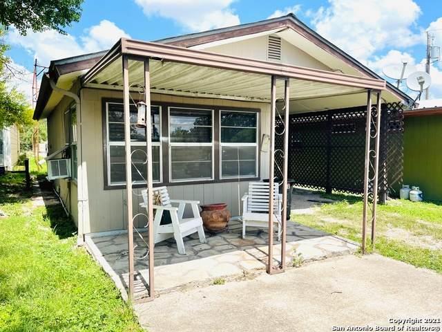 28 Chandler Ave, Brackettville, TX 78832 (MLS #1553570) :: Beth Ann Falcon Real Estate