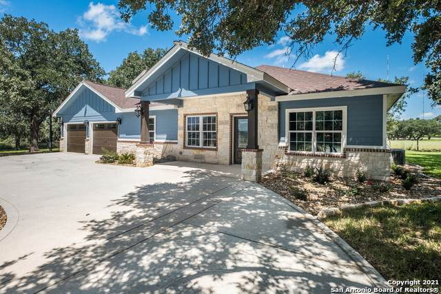 152 Creek Top Dr, Floresville, TX 78114 (MLS #1554121) :: Texas Premier Realty