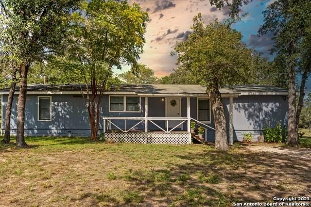 342 Flores Oaks Dr, Floresville, TX 78114 (MLS #1554870) :: Beth Ann Falcon Real Estate