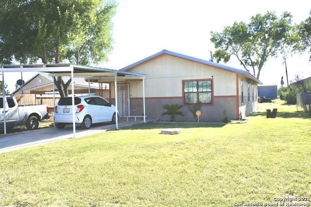 705 N First St., Crystal City, TX 78839 (MLS #1555359) :: Texas Premier Realty