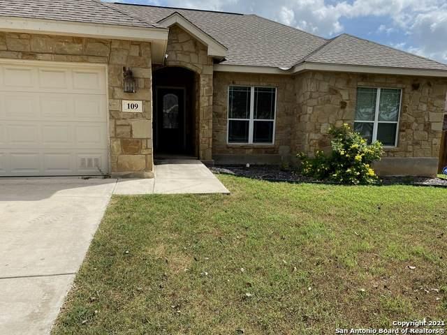 109 Ridgecrest, Floresville, TX 78114 (MLS #1555371) :: The Lopez Group