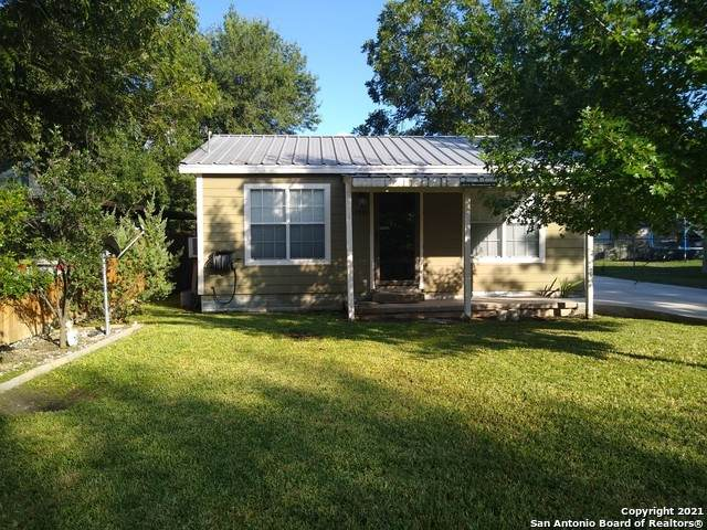 1661 Michigan St, New Braunfels, TX 78130 (MLS #1555604) :: The Glover Homes & Land Group