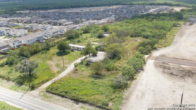 3203 Grosenbacher Rd, San Antonio, TX 78245 (MLS #1556101) :: Exquisite Properties, LLC