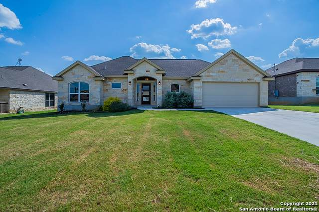 116 Ridgecrest, Floresville, TX 78114 (MLS #1556240) :: The Lopez Group