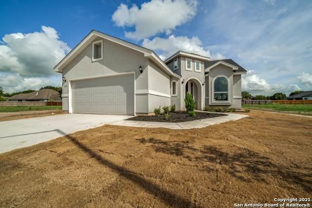 325 Club View E, Seguin, TX 78155 (MLS #1556733) :: Carter Fine Homes - Keller Williams Heritage