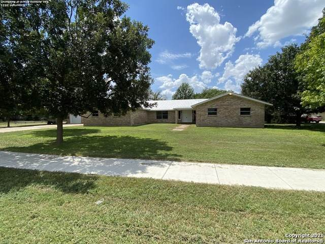 415 Ham Ln, Uvalde, TX 78801 (MLS #1557585) :: Real Estate by Design