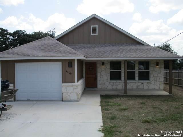 1306 Live Oak Dr, Spring Branch, TX 78070 (MLS #1557819) :: EXP Realty