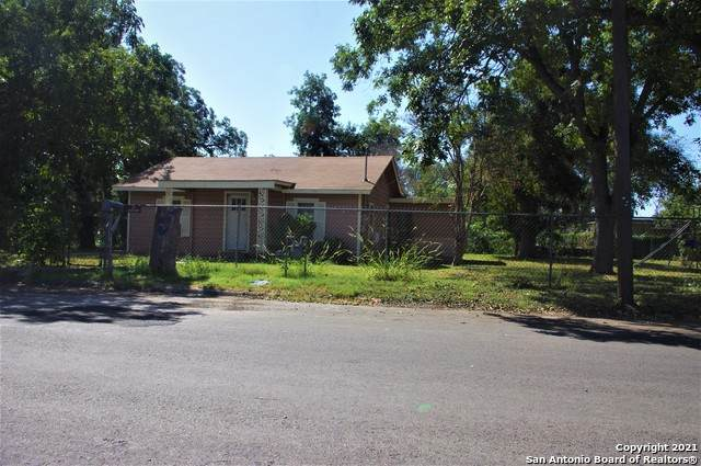 423 Fort Clark Rd, Uvalde, TX 78801 (MLS #1558008) :: Concierge Realty of SA