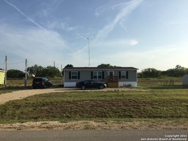 305 Maravillas Dr, Pleasanton, TX 78064 (MLS #1558236) :: The Gradiz Group