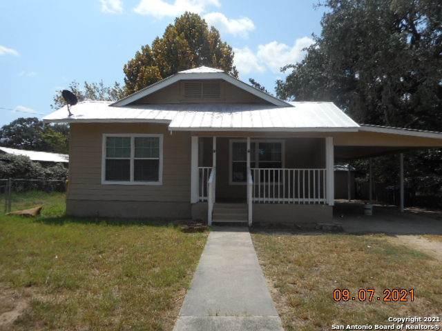 830 Commerce St, Pleasanton, TX 78064 (MLS #1558302) :: Vivid Realty