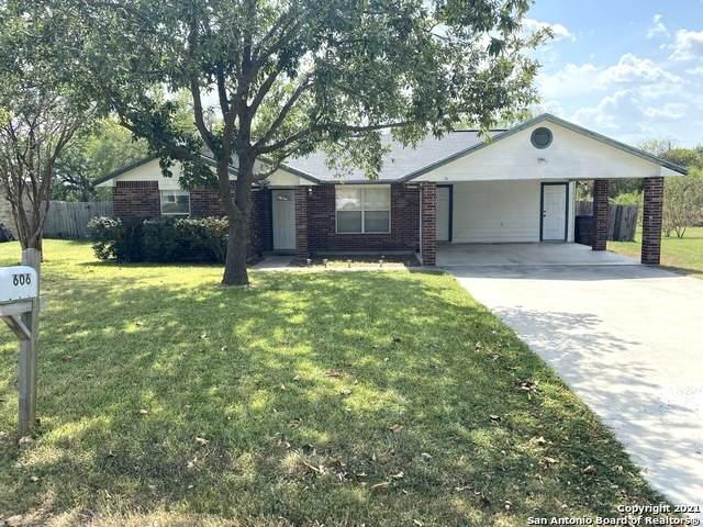 606 Hon Ave, Jourdanton, TX 78026 (MLS #1558501) :: Neal & Neal Team