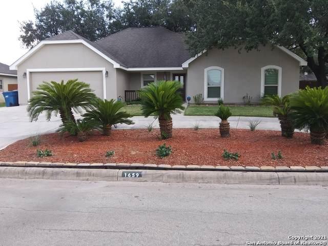 1659 Stonehaven, Pleasanton, TX 78064 (MLS #1558566) :: The Gradiz Group