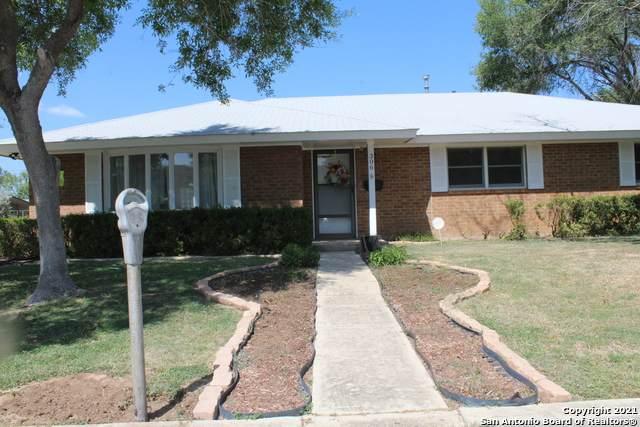 306 S 16th St, Carrizo Springs, TX 78834 (MLS #1558662) :: Neal & Neal Team