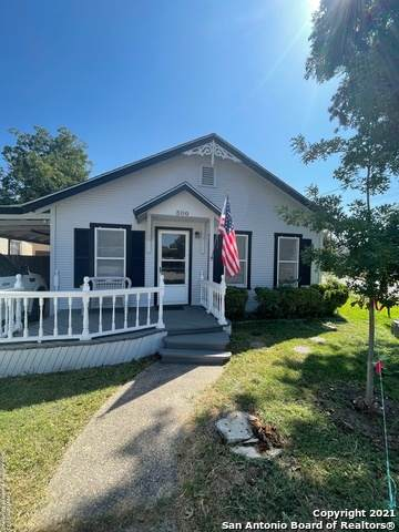 300 N East Ln, Uvalde, TX 78801 (MLS #1558711) :: Concierge Realty of SA