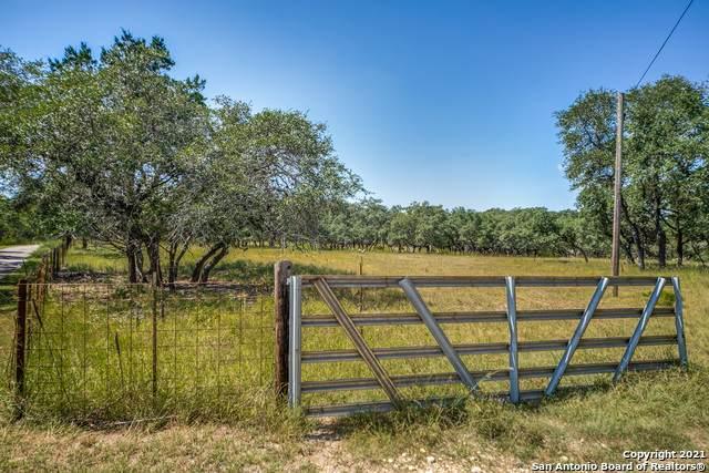 106A Deer Lake Dr, Boerne, TX 78006 (MLS #1558807) :: Santos and Sandberg