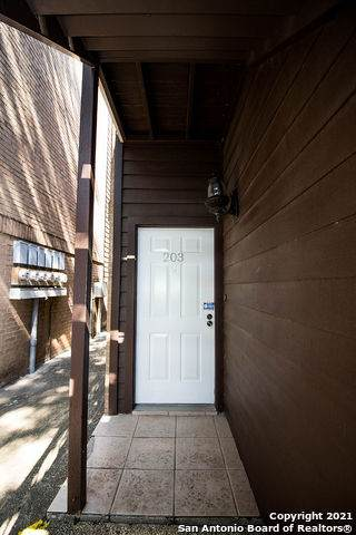 8633 Datapoint Dr - Photo 1