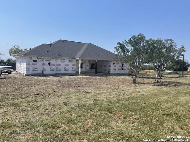 115 Cr 3830, San Antonio, TX 78253 (MLS #1559160) :: Real Estate by Design