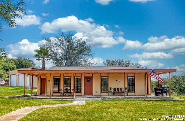 112 Hickory Hill Dr, La Vernia, TX 78121 (MLS #1559210) :: Santos and Sandberg