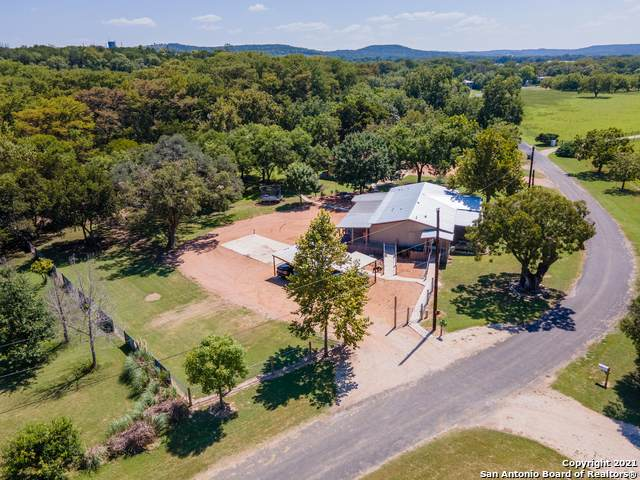 136 Riverview Dr, Center Point, TX 78010 (MLS #1559672) :: The Glover Homes & Land Group