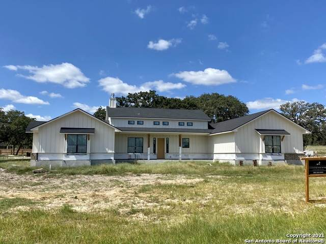 105 Ava Ridge, La Vernia, TX 78121 (MLS #1559698) :: Beth Ann Falcon Real Estate