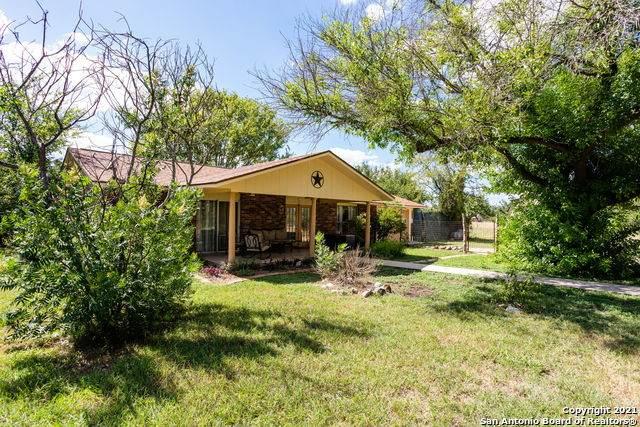 300 Lemond Rd, Utopia, TX 78884 (MLS #1559854) :: Concierge Realty of SA