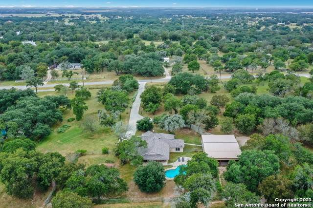 126 Governors Dr, Floresville, TX 78114 (MLS #1559862) :: The Glover Homes & Land Group