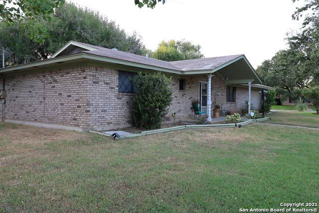 206 Lantana Ln, Pleasanton, TX 78064 (MLS #1560000) :: Neal & Neal Team