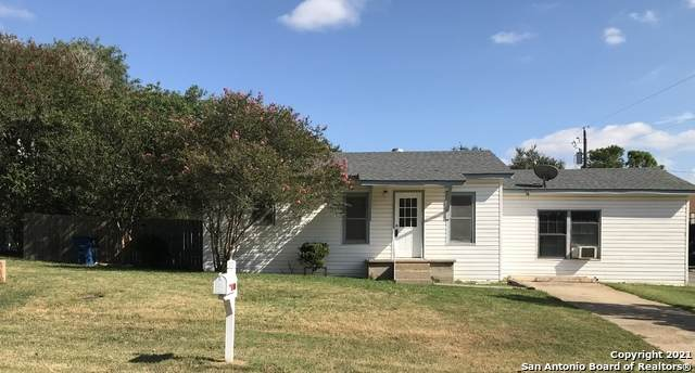 1102 F St, Floresville, TX 78114 (MLS #1560056) :: Concierge Realty of SA