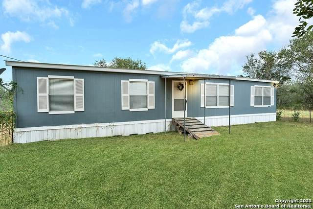 130 Country View Ln, Floresville, TX 78114 (MLS #1560206) :: Real Estate by Design