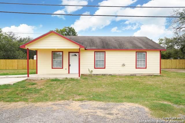 2514 Brown Ave, Jourdanton, TX 78026 (MLS #1560239) :: Neal & Neal Team