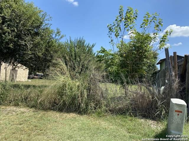 514 Elm St, Jourdanton, TX 78026 (MLS #1560371) :: Neal & Neal Team
