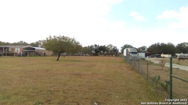 16881 Pleasanton Rd, San Antonio, TX 78221 (MLS #1560709) :: Alexis Weigand Real Estate Group