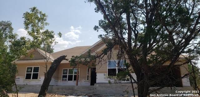 825 Cougar Dr, Canyon Lake, TX 78133 (MLS #1560776) :: Neal & Neal Team