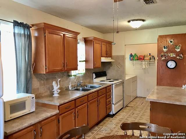 1708 Centeno, Laredo, TX 78046 (MLS #1561086) :: Alexis Weigand Real Estate Group