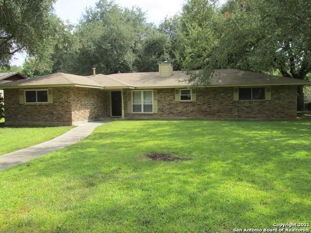 1507 28TH ST, Hondo, TX 78861 (MLS #1561267) :: Phyllis Browning Company