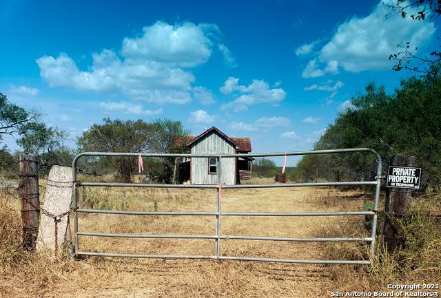7833 Us Highway 181 S, Falls City, TX 78113 (MLS #1561360) :: Santos and Sandberg