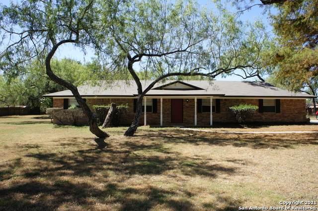 119 Crestline Dr, Pleasanton, TX 78064 (MLS #1561549) :: Beth Ann Falcon Real Estate
