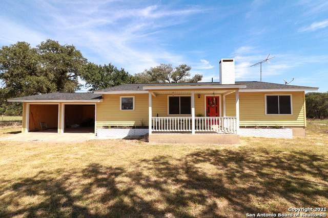 1646 County Road 438, Stockdale, TX 78160 (MLS #1561667) :: Vivid Realty