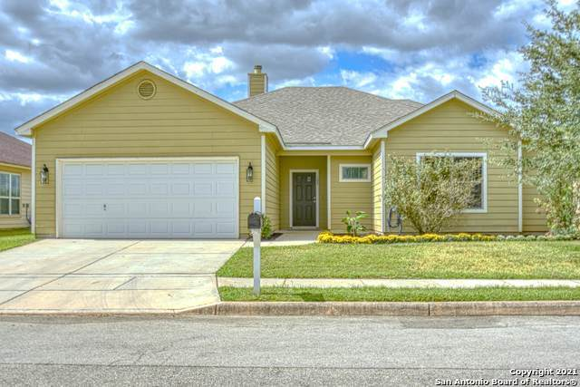 108 Lark Hill Rd, Floresville, TX 78114 (MLS #1561703) :: The Real Estate Jesus Team
