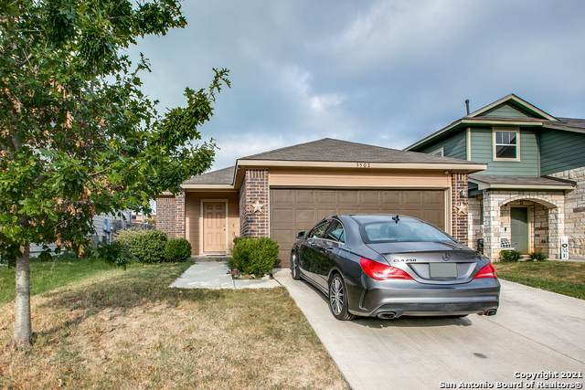 3502 York Crst, San Antonio, TX 78245 (MLS #1561979) :: Texas Premier Realty