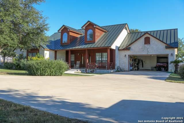 426 W County Road 5719, Devine, TX 78016 (MLS #1561993) :: ForSaleSanAntonioHomes.com