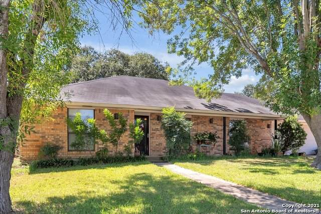 323 Crownhill Dr, Pleasanton, TX 78064 (MLS #1562060) :: Beth Ann Falcon Real Estate