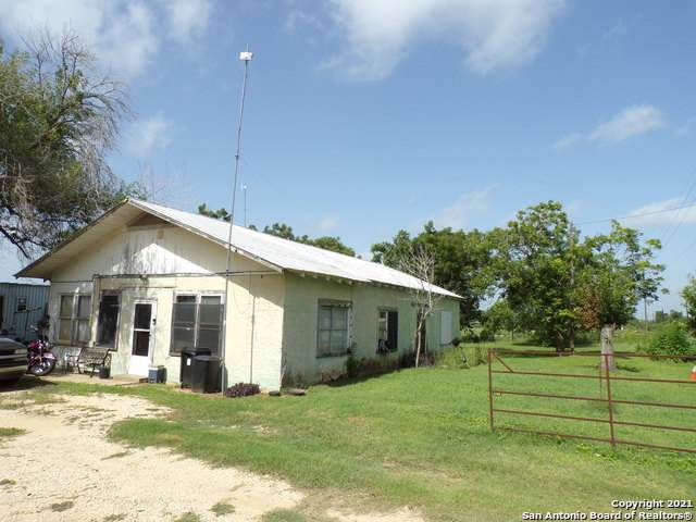 1115 County Road 669, Devine, TX 78016 (MLS #1562085) :: Neal & Neal Team