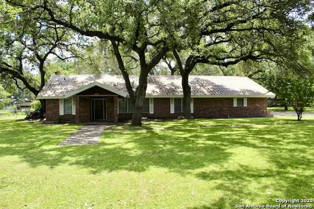 1227 Yellowstone St, Pleasanton, TX 78064 (MLS #1562169) :: Beth Ann Falcon Real Estate