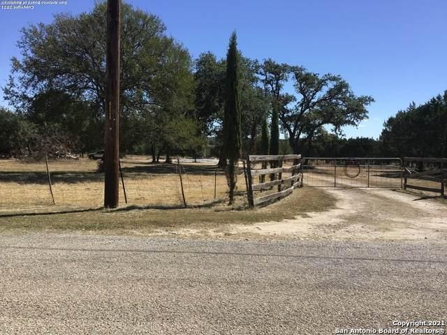 1539 English Hollow Dr, Bandera, TX 78003 (MLS #1562176) :: Phyllis Browning Company