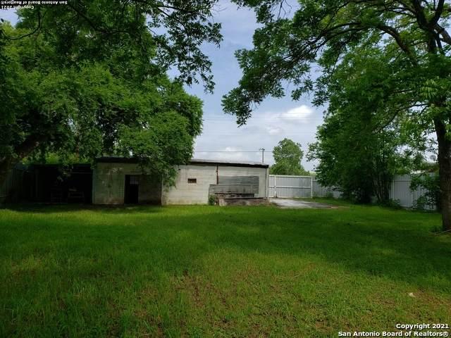 104 SE Main St, Stockdale, TX 78114 (MLS #1562190) :: Phyllis Browning Company
