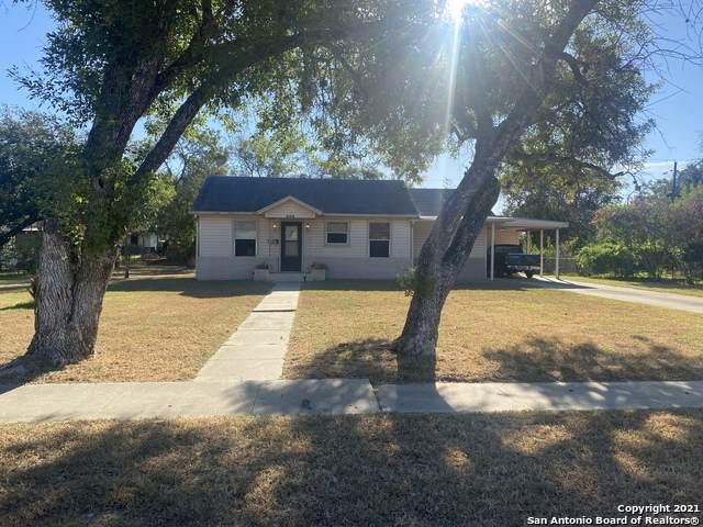 306 Murray, Pleasanton, TX 78064 (MLS #1562266) :: The Gradiz Group