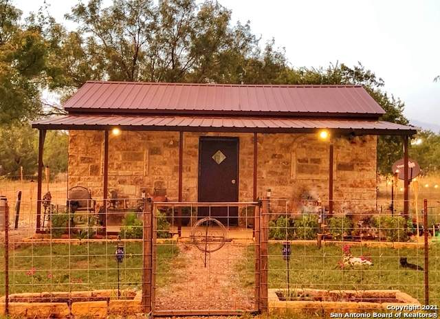 241 County Road 652, Devine, TX 78016 (MLS #1562288) :: The Rise Property Group